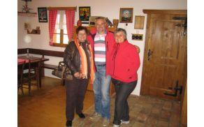 Cveta in Milena z Alojzem Kerinom v ambasadi cvička