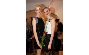 Organizatorka modne revije Šah Mat Lea Bernot (levo) s prijateljico Terezo Poljanič (desno)