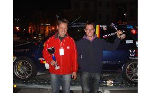 Leon Vodopivec z očetom Marjanom na sprejemu na šempetrskem trgu.
