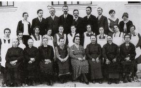 Kuharski tečaj leta 1935 (vse fotografije je zbrala Pavla Prah, in sicer za prireditev tekmovanja koscev in grabljic, ki je potekala junija letos na Logu; fotografije so bile razstavljene na tamkajšnji razstavi).