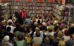 Večnamenski prostor tržiške knjižnice je velikokrat premajhen za vse obiskovalce.