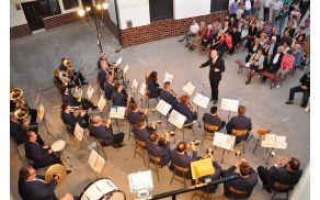 Letni koncert na dvorišču Režajeve domačije