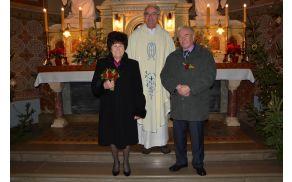 Zlatoporočenca Marija in Štefan Zupanc skupaj z župnikom Antonom Pergerjem