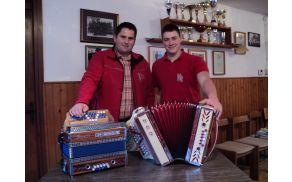 Bogdan in Klemen z izdelanima harmonikama