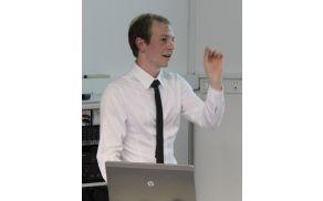 Matevž Červ na predavanju 'CERN - vesolje v malem?'
