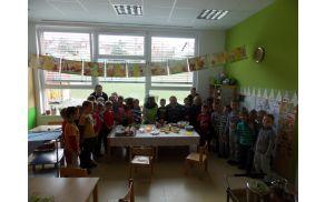 Otroci iz Vrtca Mavrica z županom