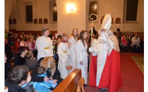 Sv. Miklavž s spremstvom