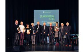 Občinski nagrajenci 2015 v družni župana Občine Kobarid Roberta Kavčiča in predsednika Komisije za nagrade in priznanja Edija Melinca.