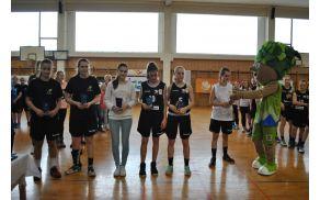 Najboljša peterka finalnega turnirja: Maša Ocvirk, Špela Leskovšek, Valentina Peulić, Terezija Krečič, Nika Kodelja (tudi najboljša strelka finalnega turnirja), najbolj borbena igralka finalnega turnirja: Nina Drinić