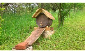 Napajalnik za čebele   FOTO: Čebelarska zveza Slovenije