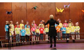 Pevski zbor Vrtca Kobarid pod vodstvom Irene Medved. Foto: arhiv Vrtca Kobarid