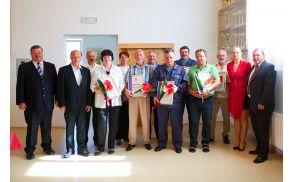 Nagrajenci KS Nova Cerkev po podelitvi priznanj ob predstavnikih KS in Občine Vojnik.
