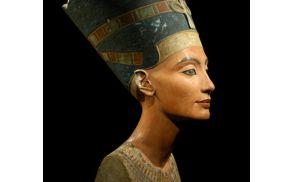 Kleopatra je za mehkobo in sijoč izgled kože skrbela tako, da se je kopala v mleku in medu.