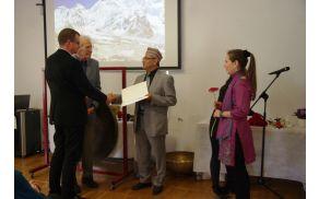 Konzul Ashwin Khumar Shrestha med zahvalo