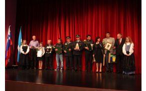 Lanskoletni nagrajenke in nagrajenci občine Kanal ob Soči. Foto: Toni Dugorepec