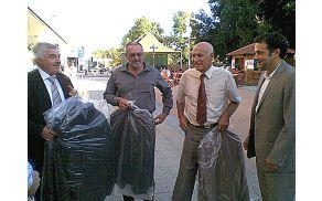 Vintage moda je prepričala tudi župane ožje Goriške: Zlatko M. Marušič, Andrej Maffi, Franc Mužič, Matej Arčon. Foto: Lea Širok