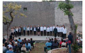 Mladinski pevski zbor Emil Komel, foto: Ožbej Černe