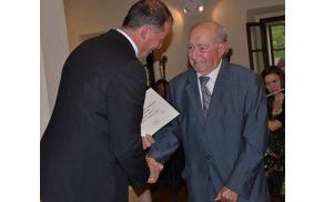 Za izjemno delo na kulturnem področju in izjemen prispevek k ugledu občine je g. Belcu čestital župan.