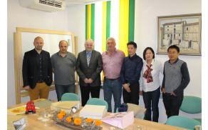 Konec meseca maja so Kobarid obiskali predstavniki kitajske družbe Natural Home, ki so s podjetjem Leskom iz občine Kobarid podpisali pogodbo o sodelovanju. Foto: Nataša Hvala Ivančič