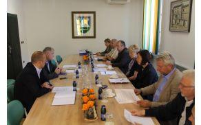 Župan je v družbi direktorja delegaciji MOP predstavil stanje v občini. Foto: Nataša Hvala Ivančič