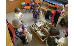 Polžki prvič v šolski knjižnici