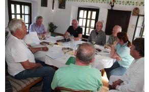 *Ob koncu ocenjevanja se nam je pridružila tudi članica Uredniškega odbora Rozmari Petek.