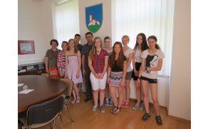 Horjulski zlati devetošolci skupaj z razredničarko Regino Zavec in županom Jankom Jazbecem