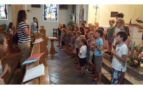 """Ob zaključku sv.maše so otroci so zapeli oratorijsko himno """"Zdaj gre zares! Foto: Nataša Hvala Ivančič"""