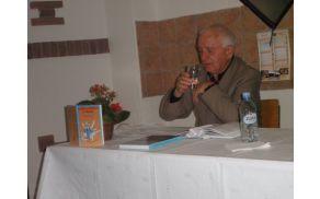 Andrej Jelačin med predstavitvijo knjige (foto: Majda Rejec)