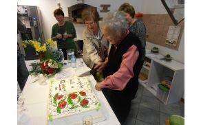 K rojstnodnevnemu slavju spada tudi torta. Foto: Jože Valentinčič