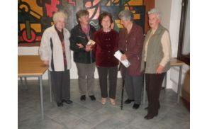 Gospa Elza z bivšimi sodelavkami iz OŠ Deskle. Foto: Majda Rejec