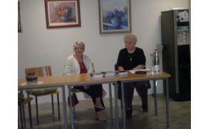 Pavla Ternovec (na levi) na predstavitvi svoje pesniške zbirke. Foto: Majda Rejec