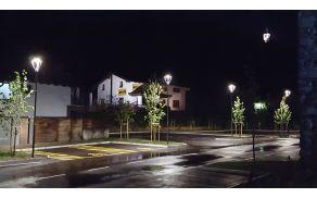 Parkirišče na Volaričevi ulici v Kobaridu. Foto: Nataša Hvala Ivančič