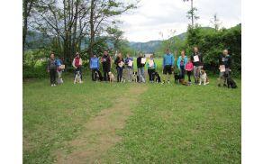 Učenci pasje šole in njihovi vodniki. Foto: Eva Medved