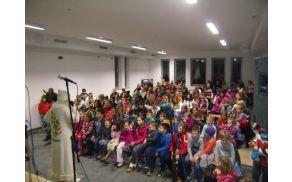 Otroci iz Kovorja so se razveselili obiska Dedka mraza