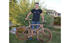 Mike Kovač in njegovo leseno kolo