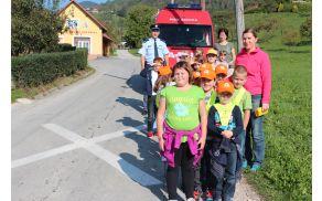Učna ura o obnašanju otrok na cesti s policistom Danilom Ungarjem