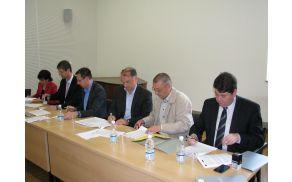Podpis pogodb o sofinanciranju naložb med predstavniki Lokalne akcijske skupine (LAS) jugozahodnega dela severne Primorske in nosilci šestih izbranih projektov iz petih goriških občin.