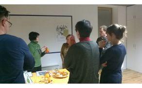 Ob obloženi mizi smo izmenjali informacije o tradiciji, viziji, inovativnosti pri predelavi sadja