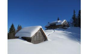 Zimska podoba Orožnove koče. Foto: Lojze Budkovič