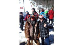 Andrej Kaferle s planiško maskoto - s strastnim navijačem