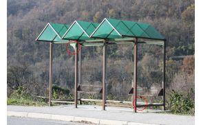 Razbita stekla postajališč. Foto: Irena Hočevar Križnič