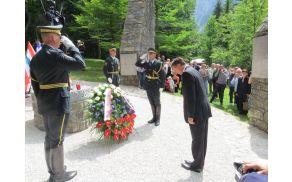 Predsednik Pahor je položil venec pred kip žrtev (foto Media butik)