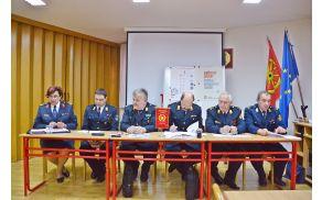 Tiskovna konferenca na kateri so predstavili knjižico.