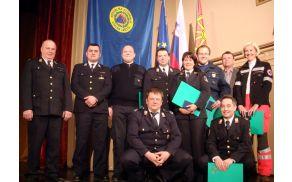 Vrhniški odlikovanci v družbi s predsednikoma GZ Vrhnika in OŠCZ.