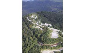 Ljubljanski vrh, ko je bila na njem prvotna kupola (ki je danes ni več).