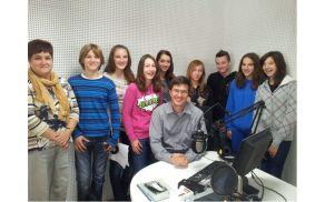 V studiu radia Alpski val. Foto: arhiv OŠ Kanal