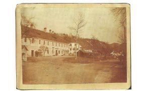 Pungartnikova hiša na eni od starih razglednic