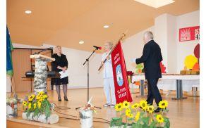 Društvo invalidov Slovenj Gradec  na proslavi opravilo simbolno dejanje - razvitje društvenega praporja