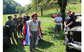 Pri spominskem kamnu je prisotne nagovorila predsednica združenja ZB Andreja Stopar.